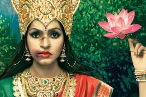 """Imagen de la campaña publicitaria """"Diosas abusadas"""" de Taproot India."""